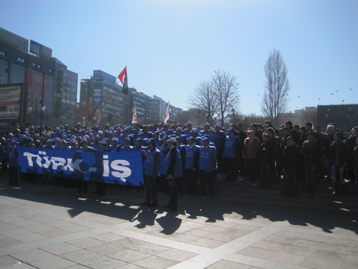 Türk-İş Kızılay'da Basın Açıklaması Yaptı