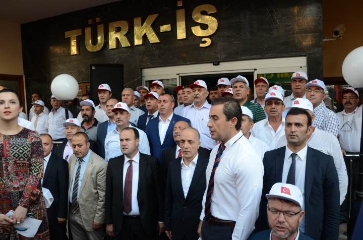 Türk-İş Darbe Girişimini Protesto Etti...